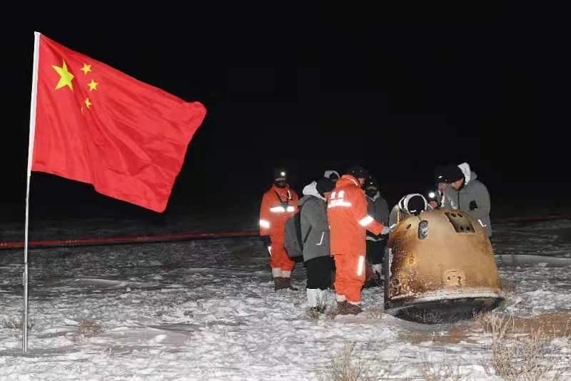 携带月球样品 , 嫦娥五号成功着陆地球